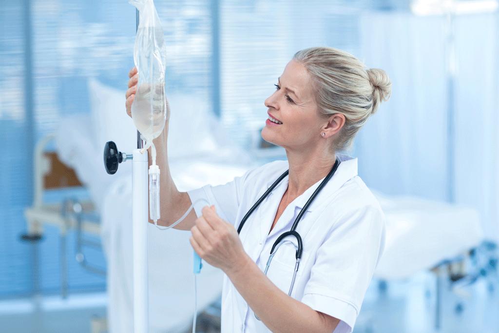 медсестра капельница